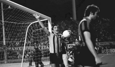Μπάμπης Ψυμόγιαννος: «Το ποδόσφαιρο με αγάπησε. Εγώ, όμως, όχι!» - Ο σέντερ μπακ της ΑΕΚ που χόρεψε την άμυνα της Ίντερ, ως… σέντερ φορ!