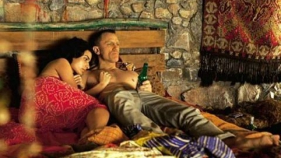 Τόνια Σωτηροπούλου: Το «κορίτσι» του Τζείμς Μποντ για... λίγα δευτερόλεπτα! (video)